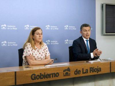 Begoña Martínez Arregui y Conrado Escobar en la rueda de prensa del Consejo de Gobierno 01