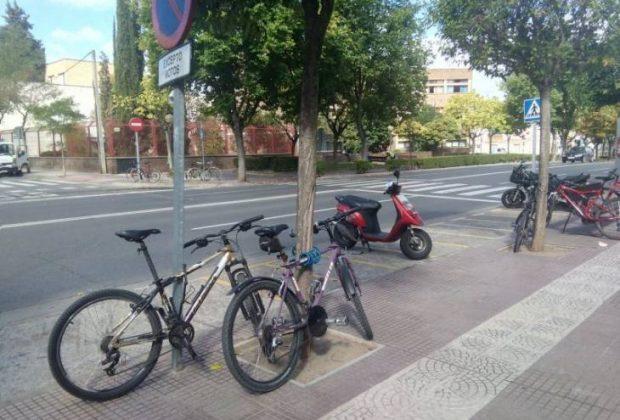 bicicletas-mal-aparcadas-ies-sagasta