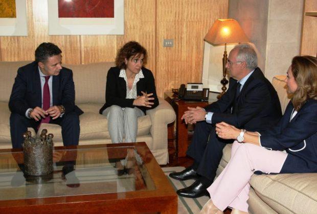 Reunion del presidente del La Rioja con la ministra de Sanidad