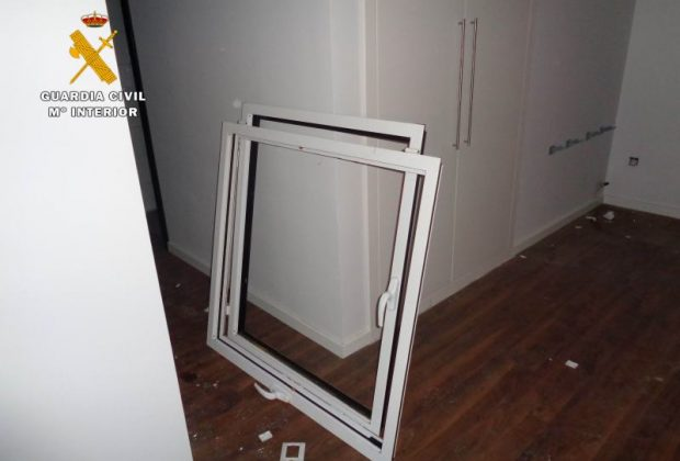 Una de las ventanas sustraidas