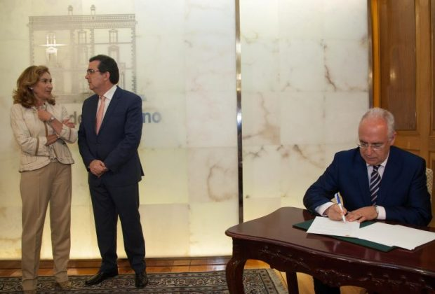 Firma convenio fundacion A.Ortega01
