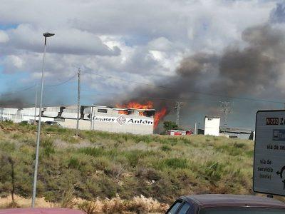 Fuego en una empresa de Alfaro