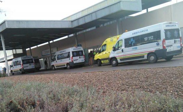 Ambulancias haciendo cola_URGENCIAS HSP 29 enero 2019