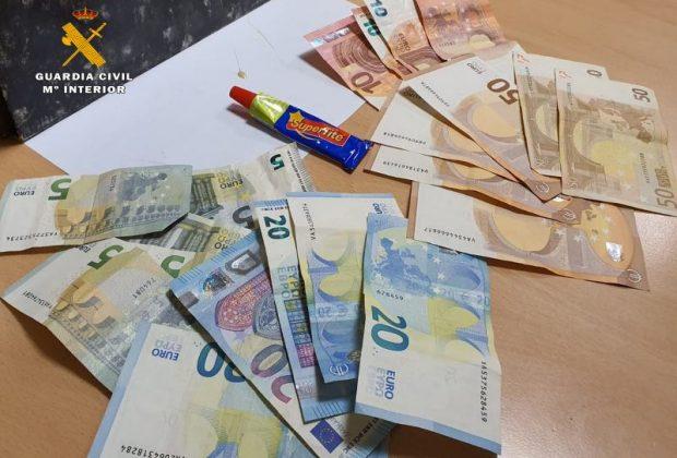 Dinero y pegamento